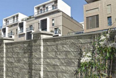 Закрытый бетонный забор
